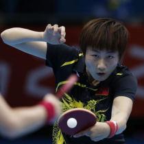 丁宁使用乒乓球拍装备 底板:黑檀5 套胶:NEO狂飙3+天弓3