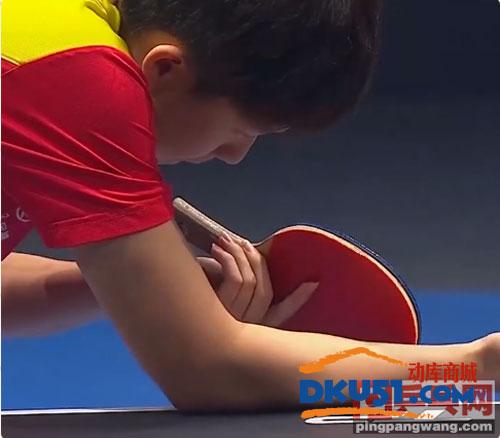 王楚欽使用乒乓球拍